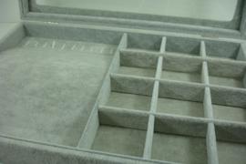 *[ 9323 ] Vakken bak 35 x 24 cm. met deksel, Grijs Fluweel