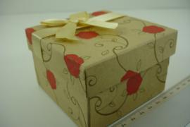 *[ 9361 ] Horloge doosje 8.5 x 8.5 cm. met Rode Roos, per stuk