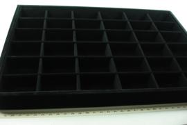 *[ 9352 ] 36 vaks open bak 35 x 24 cm.  Zwart Fluweel, per stuk
