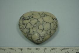 [5631 ] Natuursteen Hart Houwliet,  Creme met zwarte aders, +/- 38 x 41 mm.