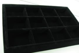 *[ 9359 ] 12 vaks open bak klein, 23 x 14.5 cm.  Zwart Fluweel