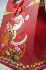 *[ 5967 ] Kerst tas 19 x 27 cm. Kerstman met kadootjes, per stuk