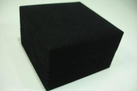 *[ 9298 ] Armband/Horloge doosje, 10 x 10 cm. Geheel van Zwart Fluweel.