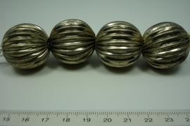 *[ 0803 ]  Tinnen kraal Oud Zilver 30  mm. streng van 4 stuks