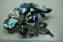 [ 6332 ] twee Vlinders 5.2 cm. met Paua schelp, per stuk