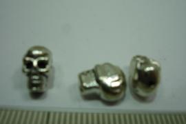 [ 0340 ] Doodshoofdje metaal Chroomkleur 10 x 7 x 5.8 mm. per stuk