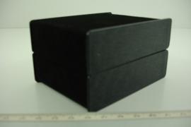 [ 9366 ] Horloge/Armband doosje Zwart fluweel 9.5 x 7.5 cm.