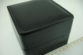 *[ 9292 ] Horloge doosje 10 x 11 x 7.5 cm.  Zwart Leer gestikt, per stuk