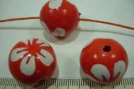 +[ 8699 ] Houten kraal 20 mm. Oranje gekleurd met witte bloem, per streng