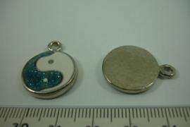 [ 1299 ] Jing Jang hangertje Groen/Wit  23.5 x 18.5 mm.  per stuk