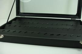 *[ 9241 ] 4 rij x 20 Haakjes, Bak met deksel in Zwart fluweel, per stuk