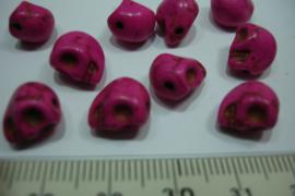 [ 0747 ] Doodshoofd kraal 10 mm. Donker Roze, per stuk