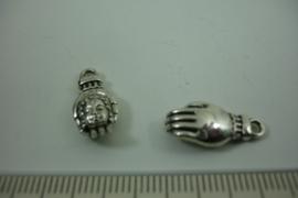[ 1274 ] Boeddha in Hand  18 mm.  Zilverkleur, per stuk
