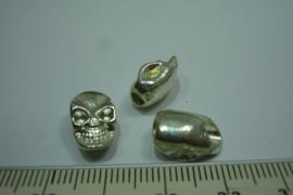 [ 0336 ] Doodshoofd kraal metaal Verzilverd  13.5 x 8.2 mm. per stuk