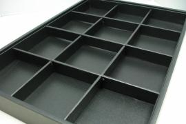 *[ 9151 ] 12 Vaks open bak 35 x 25 x 3 cm. Zwart Leer