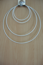 [ 8677 ] Ring 25 cm. metaal met wit omhulsel, per stuk