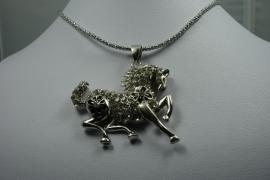 [ 5914 ] Paard 5 x 5 cm. met strass en Ketting van 75 cm.