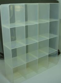 *[ gebruikt ] 16 vakken bak 37 x 30 cm. doorzichtig kunststof, per bak