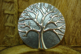 +[ 6294-A ] Magneet Broche, Levensboom 5 cm. Grijs met Zilveren Boom