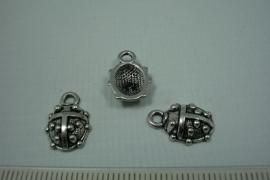 [0678 ] Lieve heersbeestje metaal, 15 x 10 mm. per stuk