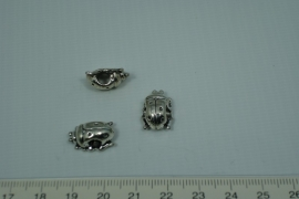 [0427 ] Lieveheers beest 15 x 11 mm.