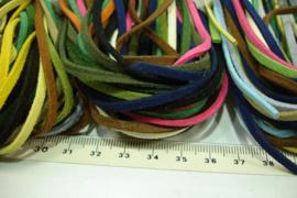 +[ 8720 ] 10 Veters á 1 meter x 2.8 mm.  ass. kleur, im. Suede