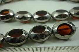 [ 6484 ] Glas kraal 20 mm. Ovaal Bruin met Zilverrand, 17 stuks