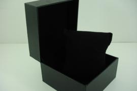 *[ 9351 ] Horloge doosje  11 x 11 cm. Geheel Zwart glad Leer, per stuk