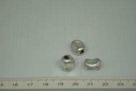[1048 ] Fantasie kraal  10 x 7 mm. Zilverkleur