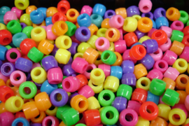 +[ ass. kleur groot gat ] Kunststof kraaltjes,  6 x 8 mm. , 650 stuks