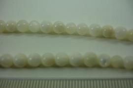 [ 6437 ] Parelmoer rond 5 mm.  per snoer van 40 cm.