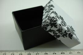 *[ 9287 ] Ringen doosje 5 x 5 cm. Zwart/Wit, per stuk