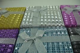 *[ 9295 ]  Horloge doosjes  9 x 9 cm.  Glitter assorti stip, per 6 stuks