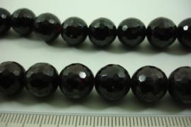 *[ 8610 ] Granaat 11 mm. facet geslepen, D. Rood, per streng 40 cm.