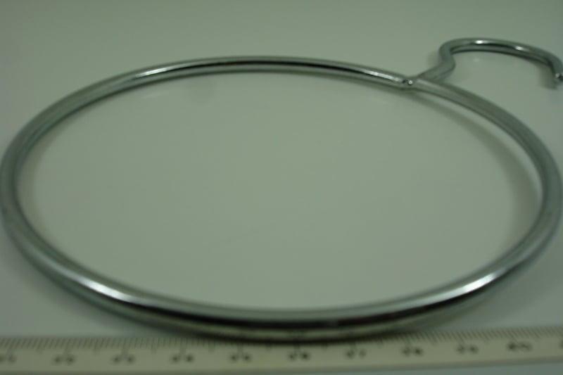 *[ 8342 ] Gesloten ring 15 cm. met vaste haak, Zilver kleur, per stuk