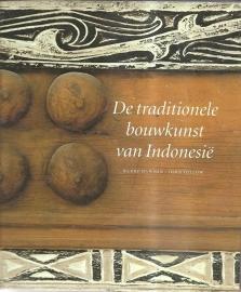 """Dawson, Barry en Gillow, John: """"De traditionele bouwkunst van Indonesië""""."""