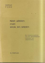 Dijkhuis, G.: Niet alleen met stok en steen.