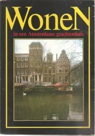 """Tulleners, Hans: """"Wonen in een Amsterdams grachtenpand""""."""