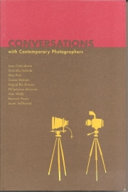 "Fontcuberta, Joan e.a.: ""Conversations with Contemporary Photographers""."