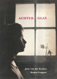 Keuken, Joan van der: Achter glas