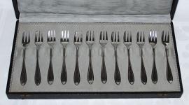12 Zilveren Petitfour Vorkjes - N.V. Zilverfabriek Voorschoten