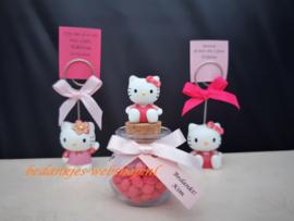 Hello Kitty op rond glazen potje met gepofte rijst