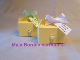Koffertje geel met kelk