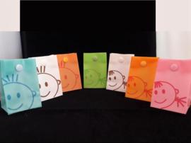 Kunststof zakjes met kindergezichtje zonder opmaak