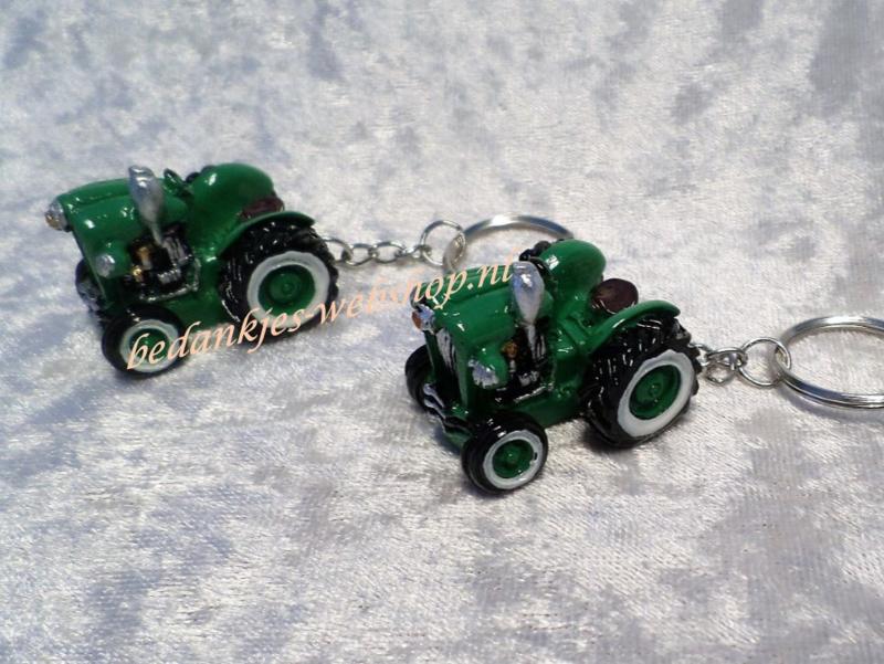 """Sleutelhanger groene tractor """"Oldy"""""""