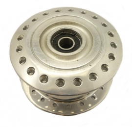 Norton Commando 850 MK3 front wheel hub complete (06-6024)