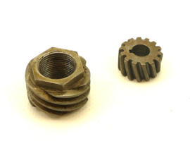 Weslake 8-V twins Oil pump spiral gear assy (W53 + W64)