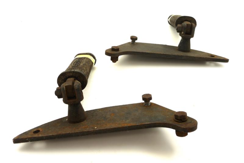 Triumph Trident T160 Pair of brackets LH+RH for pillion footrest & mufflers (83-5353/5354/5895)