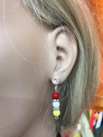 Oeteldonk rood wit gele oorbellen strass met strass spacertjes