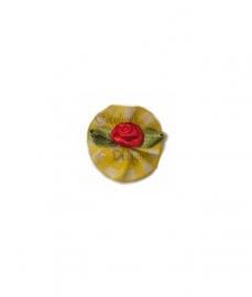 Roosje satijn rood op geel geruit blad